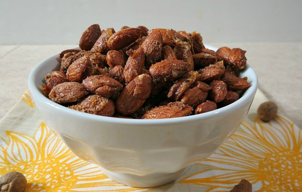 Roasted almonds coated with sugar, nutmeg and other spices.
