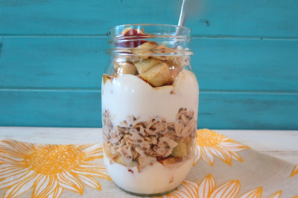 Apples and Cinnamon Breakfast Jar Parfait