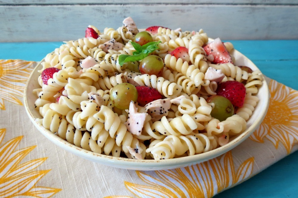recipe: chicken macaroni salad with grapes [19]