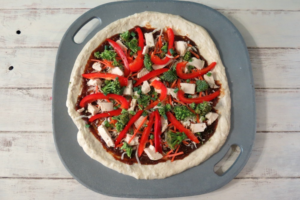Sweet & Spicy Chinese Chicken Pizza #AppleButterSpin