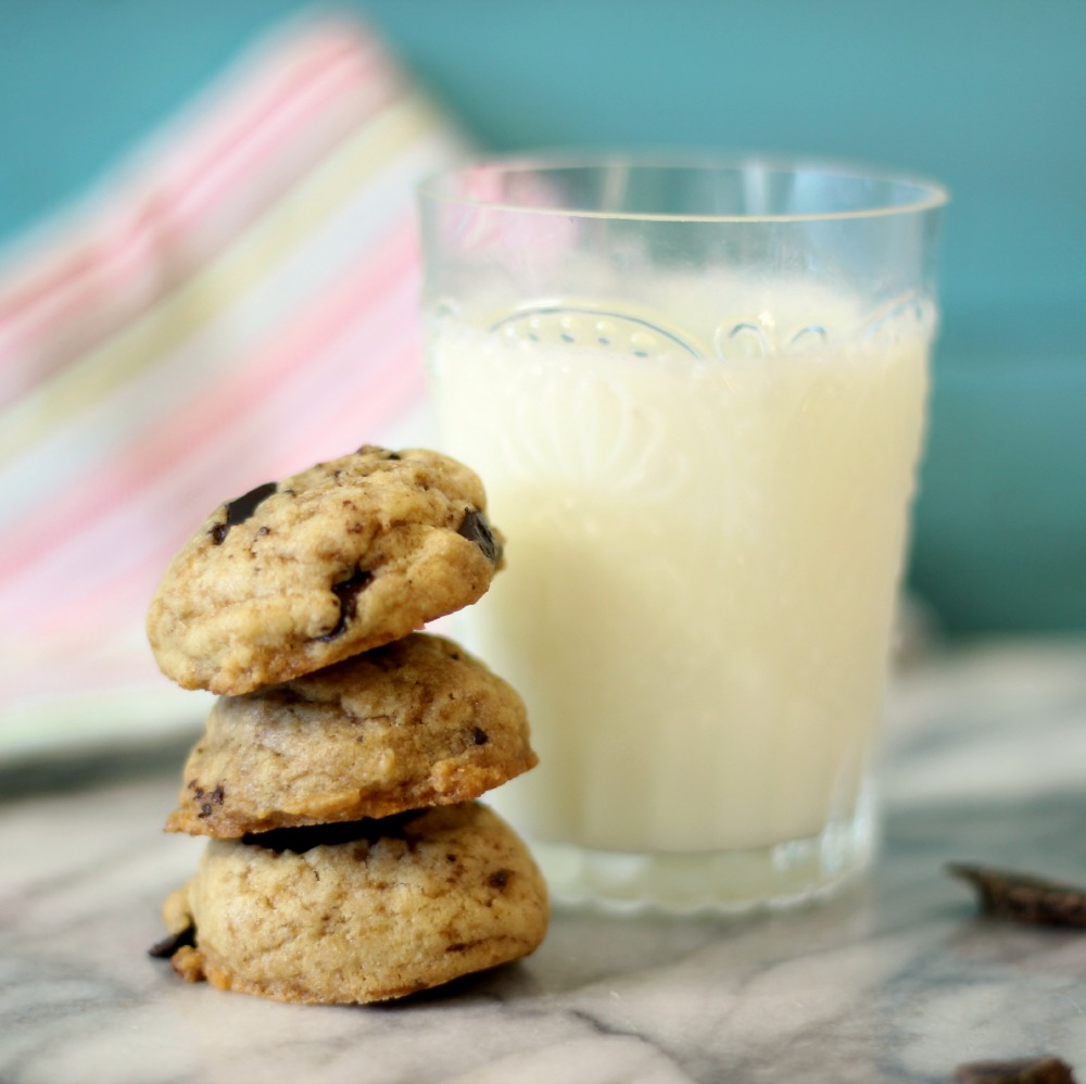 Coconut Oil Chocolate Chip Cookies | Peanut Butter and Peppers
