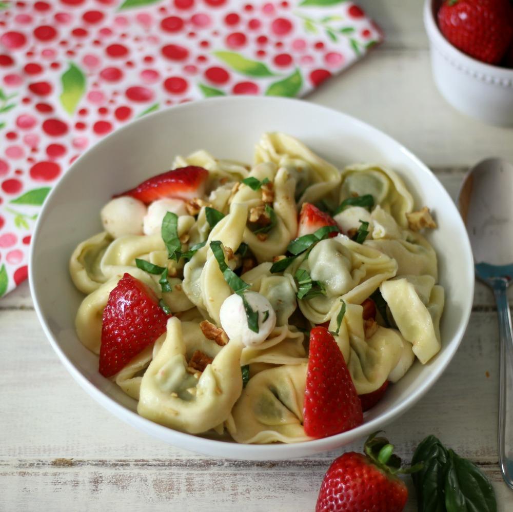 Strawberry Basil Pasta Salad #SundaySupper #ChooeseDreams