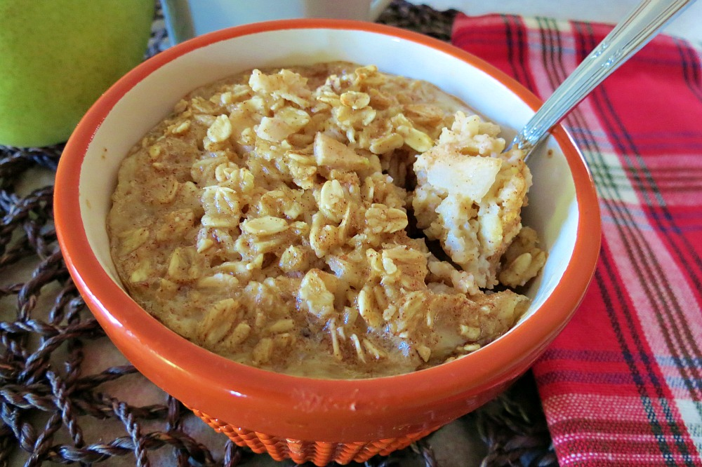 Baked Cinnamon and Pear Oatmeal