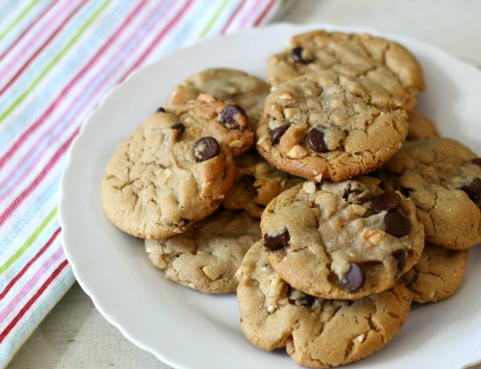 Cashew Nut Cookies with Dark Chocolate Chips